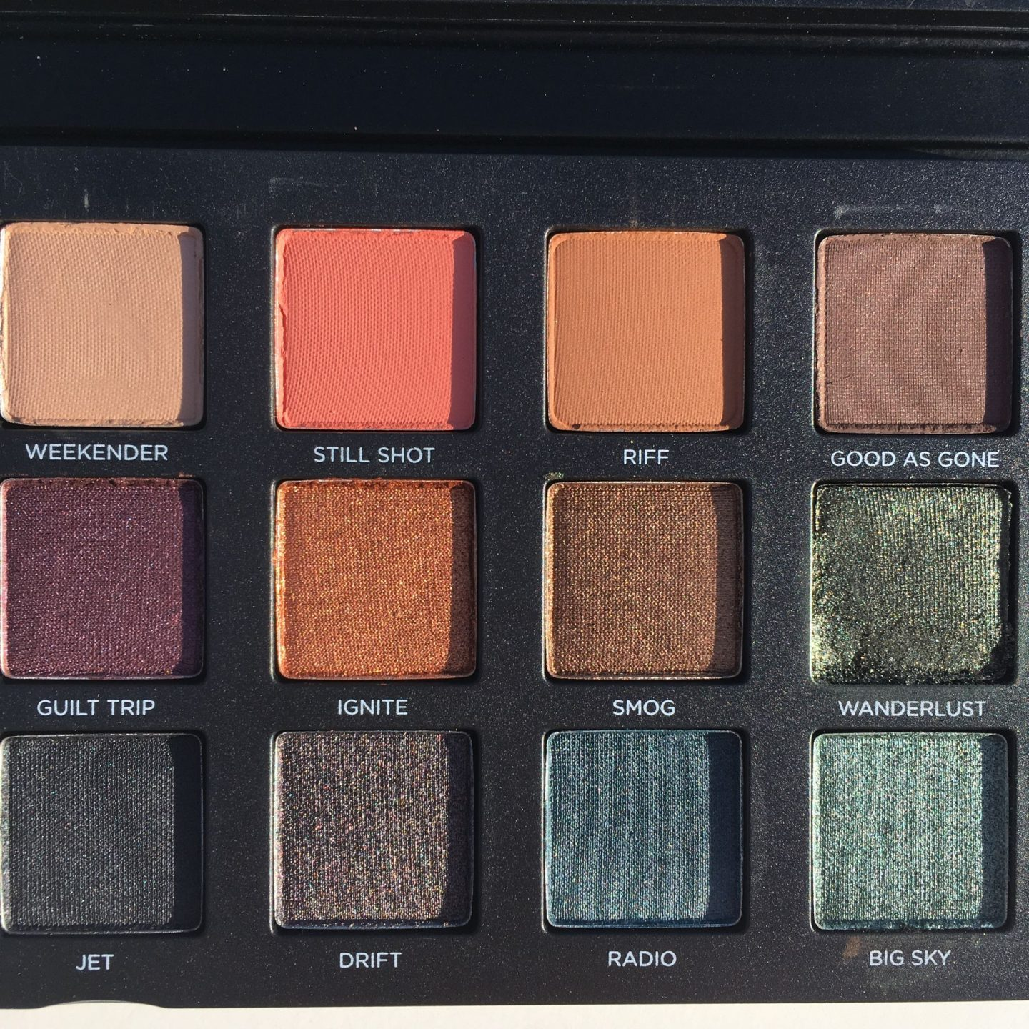 Urban Decay Born to Run Eyeshadow Palette photos swatches www.calibeaute.com