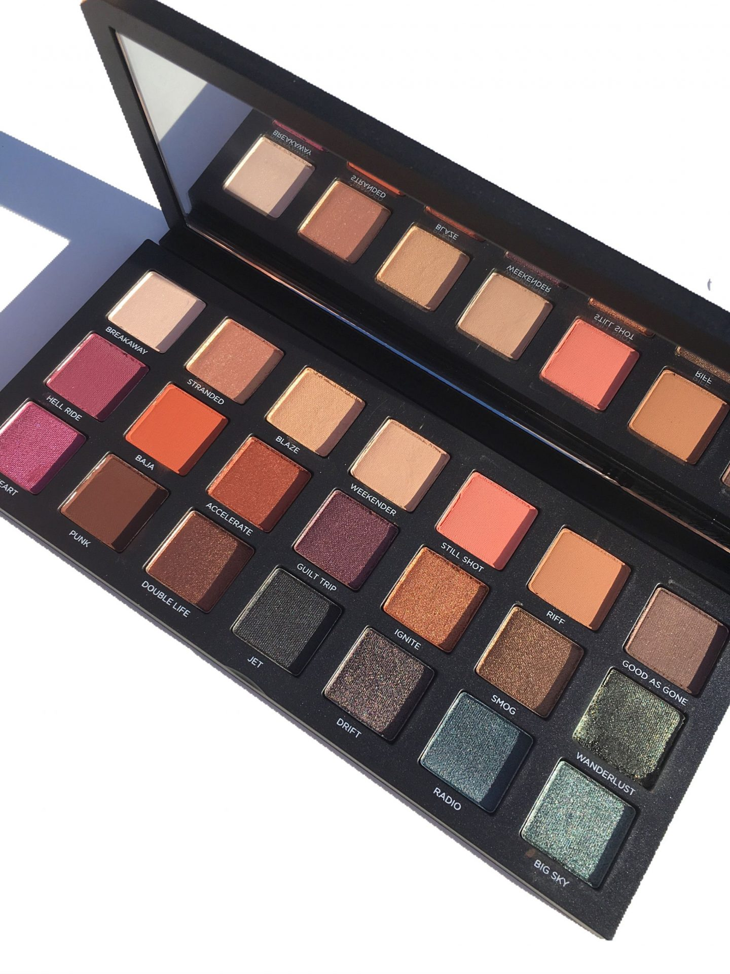 Urban Decay Born to Run Eyeshadow Palette Photos and swatches www.calibeaute.com
